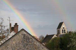 Eglise avec arc-en-ciel